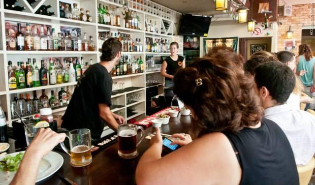 Nola's bar